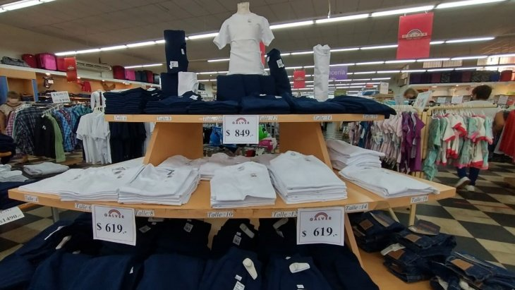 Vuelta a clases: los padres preguntan los precios de los uniformes que tuvieron un aumento del 50%