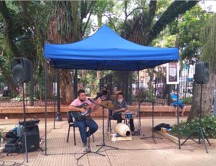 Joselo Schuap, ministro de Cultura de Misiones, presentó en Posadas un espacio para los artistas callejeros