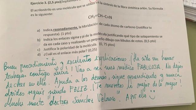 """El emotivo mensaje de un profesor a su alumna durante un examen: """"Nunca dejes de creer en ti"""""""