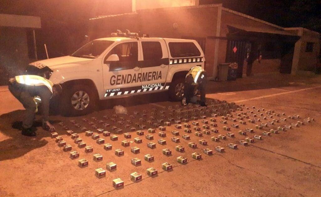 Gendarmería Nacional detectó a un conductor de un automóvil que transportaba 200 celulares de contrabando en el baúl
