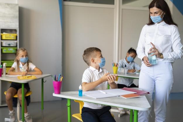 Regreso a clases: a partir del viernes se vacunarán a docentes y no docentes mayores de 60 años activos en Misiones