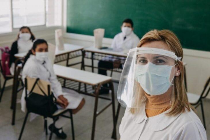 Vacunación en Misiones: el CGE informará a los docentes mayores de 60 años cuándo podrán vacunarse