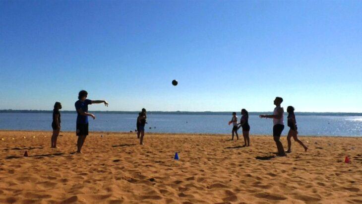 Las playas El Brete y Costa Sur de Posadas continuarán habilitadas durante todo marzo