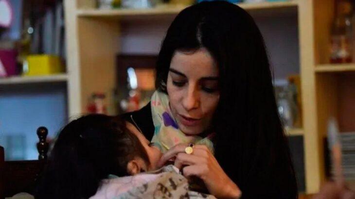Una enfermera adoptó a una beba que fue abandonada, pese a que sabía que iba a morir: «Te amé como a nadie»