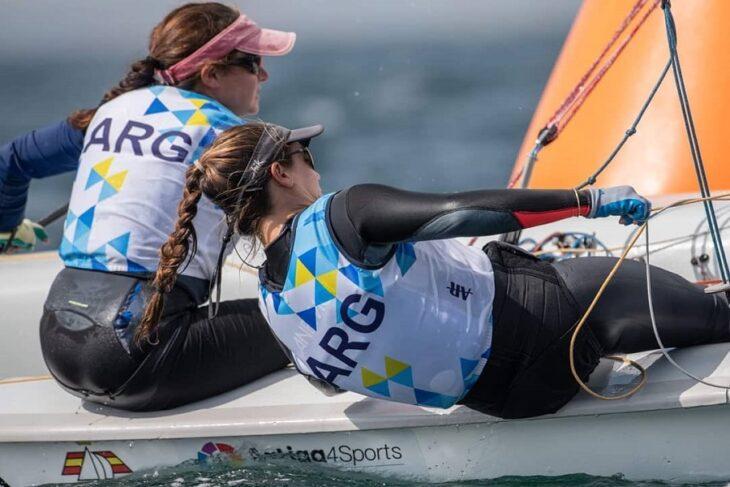 La misionera Lourdes Hartkopf y Belén Tavella hacen su estreno en el Campeonato Mundial de Vela
