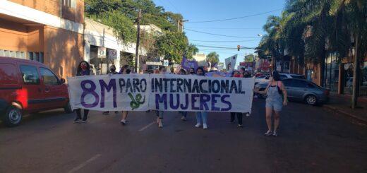 """Día de la Mujer: masiva movilización en Oberá exigiendo """"Ni una Menos"""" y """"Basta de violencia"""""""