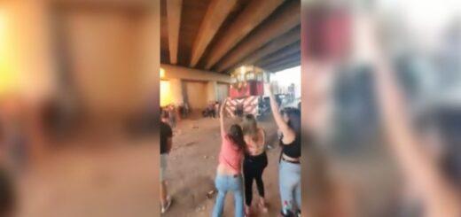 Descontrol y fiesta clandestina sobre las vías del tren en Chaco