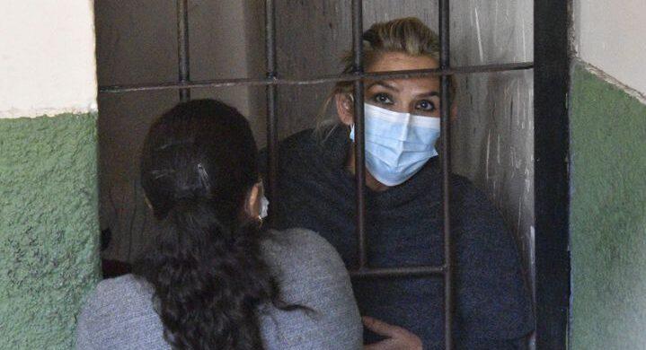 La expresidenta de facto de Bolivia, Jeanine Áñez, deberá pasar cuatro meses en prisión preventiva