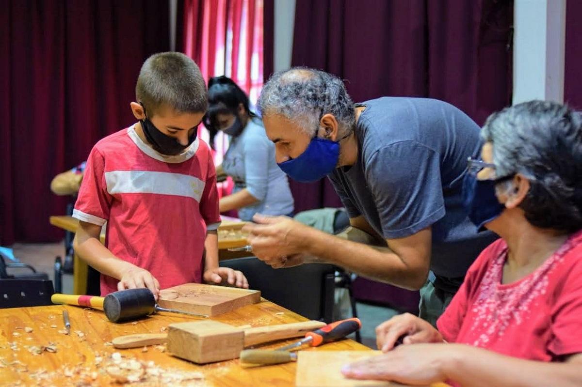 tallado de madera a mano