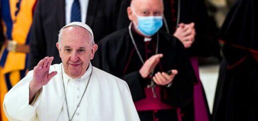 Por la crisis económica, el Papa Francisco recortó el 10 por ciento del sueldo a los cardenales