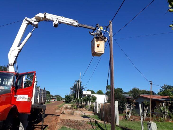 Continúan los trabajos de distribución eléctrica para mejorar el servicio en la provincia