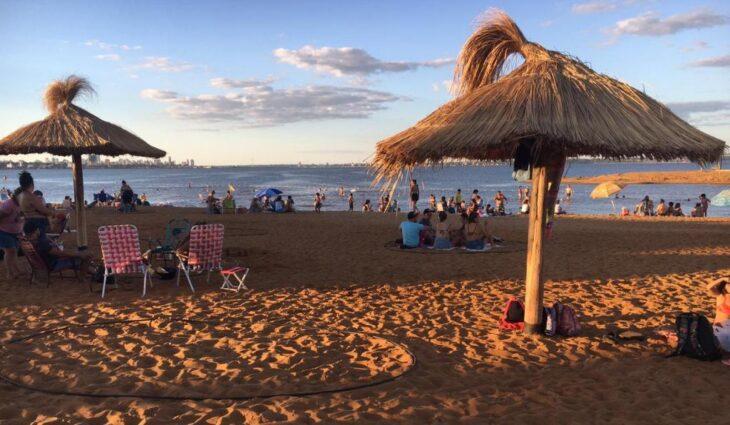 Con una térmica que superó los 30°, los misioneros disfrutaron la tarde soleada en las playas de Posadas