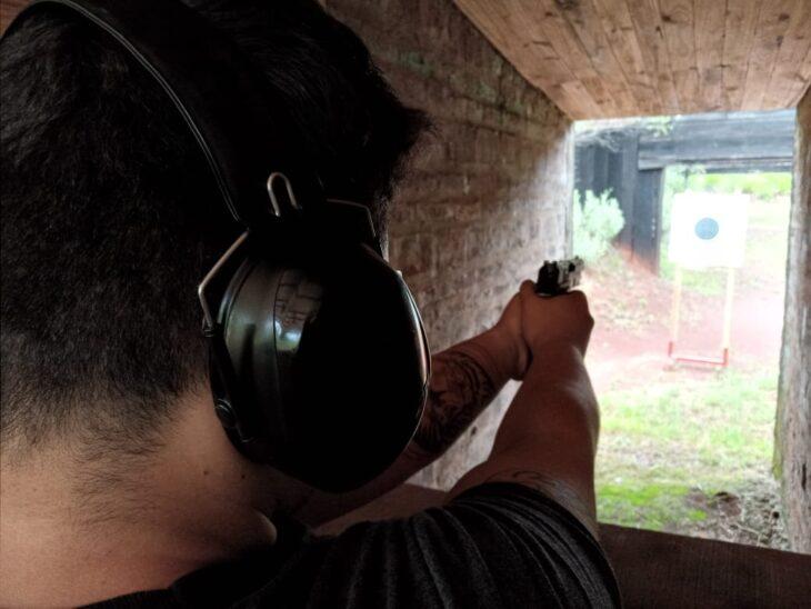 Armas de fuego: advierten que su uso para defensa personal requiere preparación, práctica y conciencia de sus consecuencias jurídicas y psicológicas
