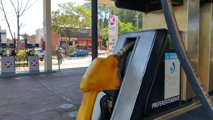Insólito: contra la corriente, una estación de servicios posadeña decidió bajar el precio de la nafta