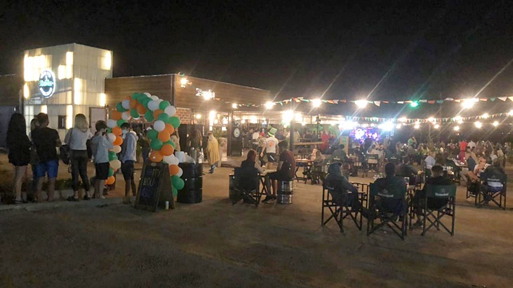 聖パトリックの日、posadeñosバーが多数の人々を招集しました