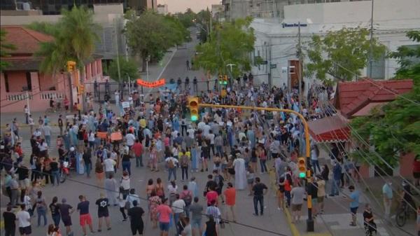Formosa: cientos de vecinos salieron nuevamente a las calles para protestar contra el gobierno de Gildo Insfrán