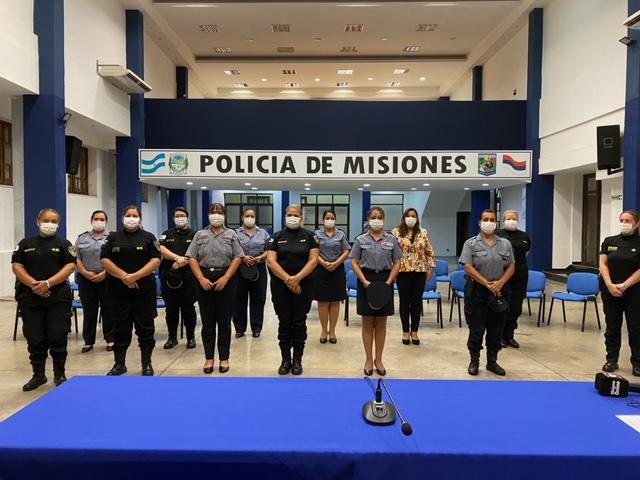 primeras egresadas de la Escuela de Oficiales de la Policía de Misiones
