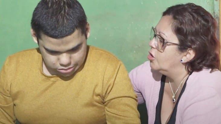Adrián, el joven misionero para el cual pidieron la eutanasia, fue trasladado a un hogar y se adapta con la ayuda de una mascota