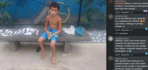 Viral: un nene de 7 años salió a vender aviones de papel a una plaza para comprarse un celular