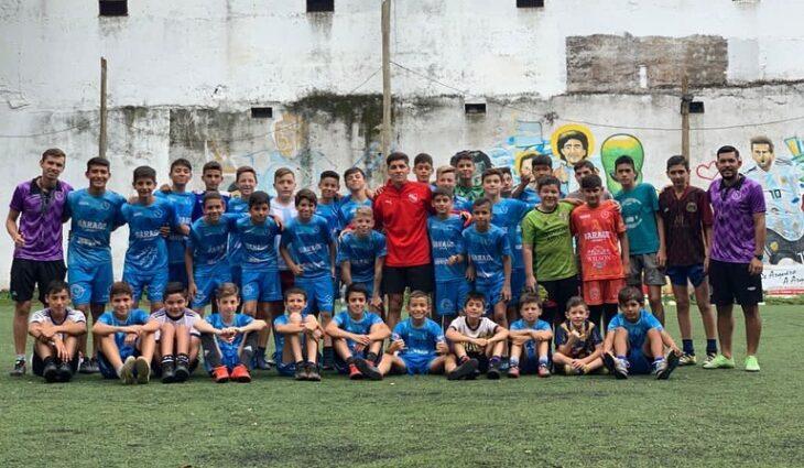 Complejo de fútbol de Posadas inauguró una academia de formación de jugadores