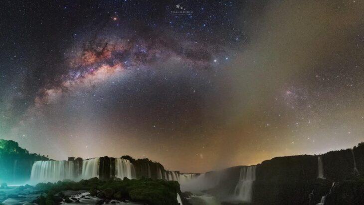 Las increíbles imágenes de las Cataratas del Iguazú bajo las estrellas tomadas por un astrofotógrafo