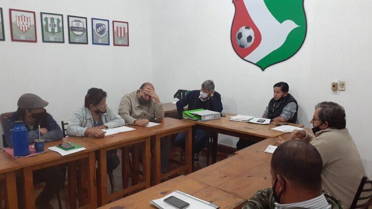 Liga obereña: los clubes de fútbol se reunieron y esperan la habilitación para jugar
