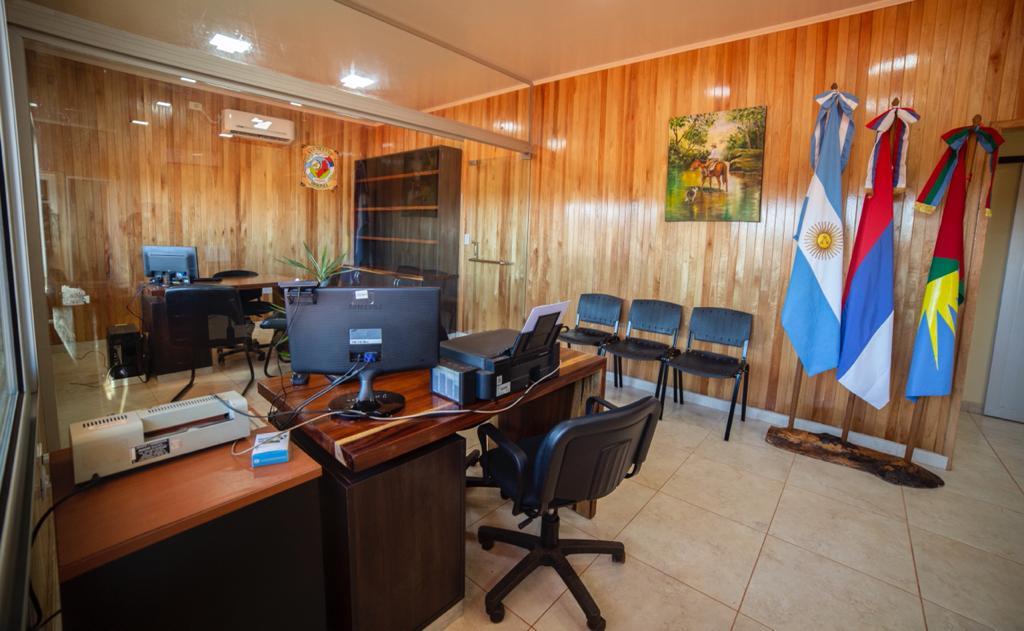 Oscar Herrera Ahuad inauguró obras y entregó títulos de propiedad en San Vicente