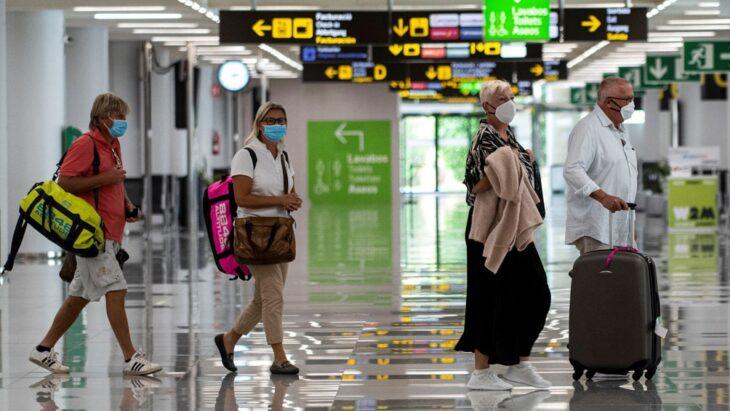 España prorroga la cuarentena obligatoria para viajeros de Brasil, Perú y Colombia
