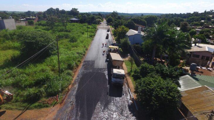 Pavimento Urbano: Vialidad de Misiones comenzó 100 cuadras más de asfalto sobre empedrado en Iguazú