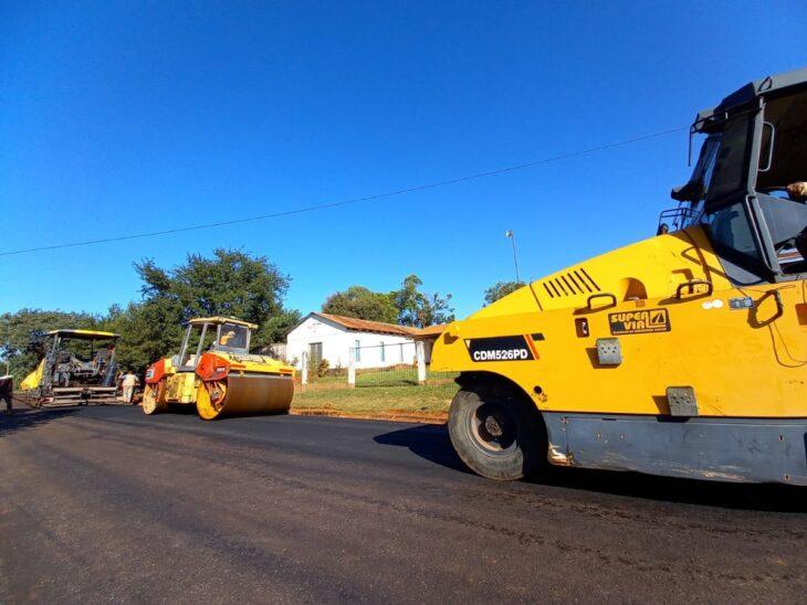 Pavimento Urbano: Vialidad de Misiones está asfaltando calles en Puerto Esperanza