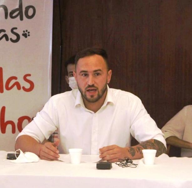 """Chocho Gómez: """"Posadas debe abordar el cuidado de las mascotas de manera integral"""""""