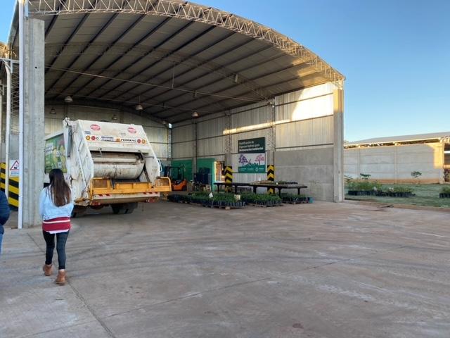 Misiones Online visitó la planta de reciclaje ubicada en Nemesio Parma en Posadas para ver cómo se hace el tratamiento de los residuos inorgánicos que genera la ciudad, que recibe y trata 5500 kilos de residuos inorgánicos por día.