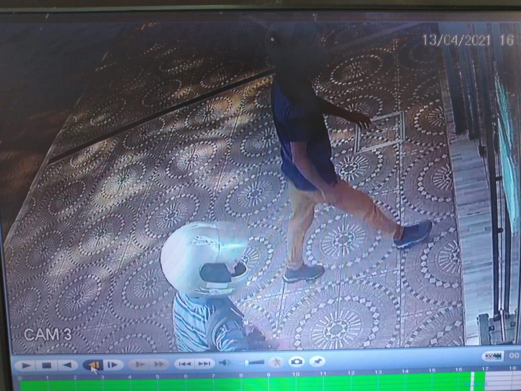 A plena luz del día, tres hombres armados robaron una joyería en San Vicente