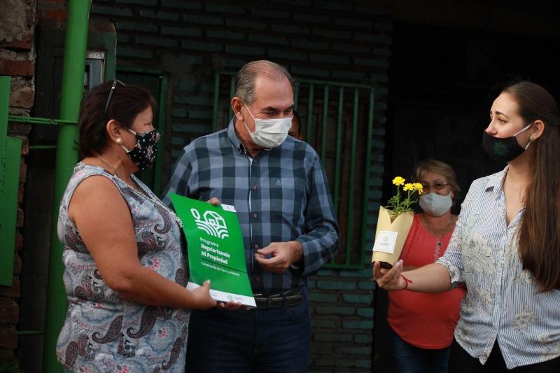 Stelatto entregó permisos de ocupación a familias posadeñas