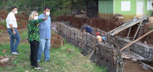 Apóstoles: María Eugenia Safrán recorrió y observó el avance de la obra de canalización sobre calle Facundo Quiroga.