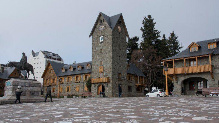 Colapso sanitario en Bariloche: suspenden las clases presenciales y anuncian restricciones