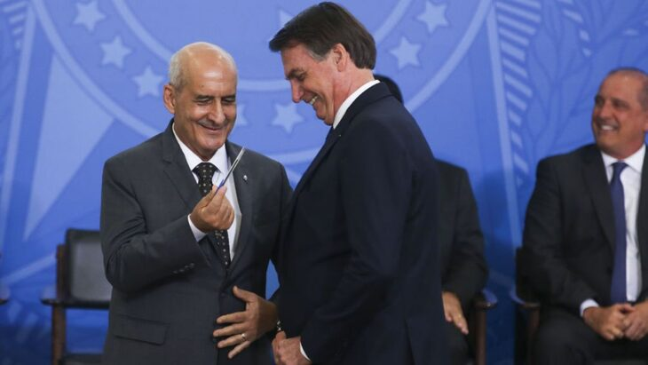 El jefe de Gabinete de Brasil confesó que fue a vacunarse escondido para no contradecir a Bolsonaro