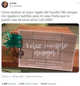 Viral: sus amigas le regalaron ladrillos para que pueda construir su casa