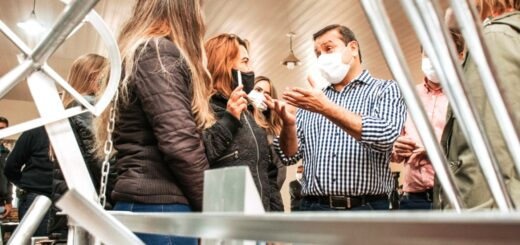 El gobernador Herrera Ahuad visitó un nuevo albergue estudiantil y acompañó la entrega de subsidios en Colonia Aurora