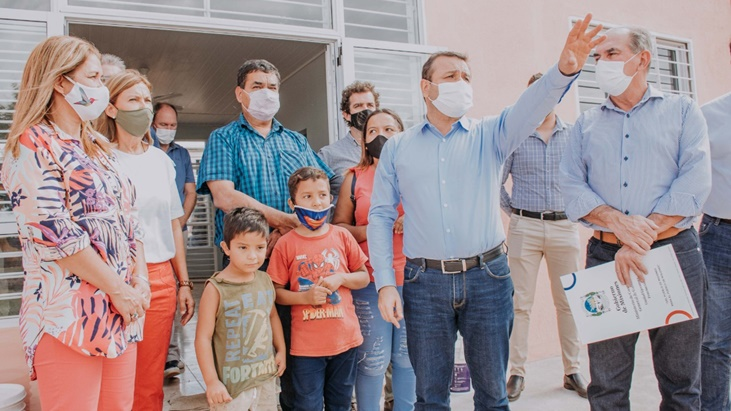 El gobernador Oscar Herrera Ahuad inauguró obras comunitarias y entregó viviendas sustentables en Posadas