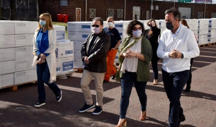 El ministerio de Salud recibió los primeros 250 de una compra de 500 nuevos respiradores