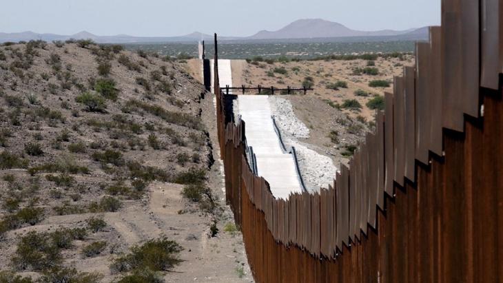 Joe Biden ordenó detener la construcción del muro fronterizo con México