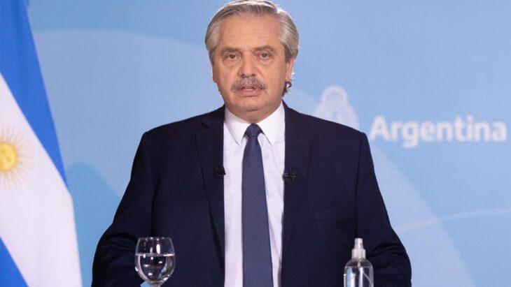 Alberto Fernández sostuvo que las restricciones contribuyen a ordenar el sistema sanitario