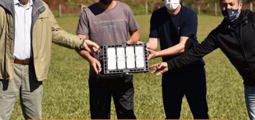 Energía de Misiones realizó la entrega de Luminarias LED en Colonia Aurora
