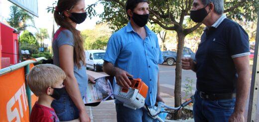 Entrega de herramientas y charla con productores yerbateros en San Vicente