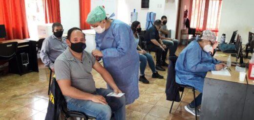 Este domingo continúan vacunando en los centros de inmunización de Misiones