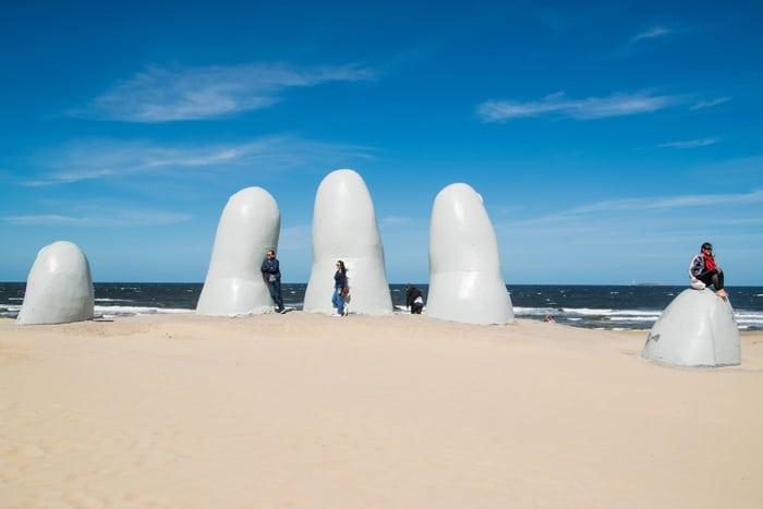 Uruguay permitirá el ingreso de turistas con PCR negativo y vacunación completa contra el Covid-19