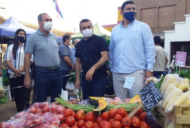 El gobernador Oscar Herrera Ahuad firmó un convenio para que la Feria Franca continúe por cuatro años en el Partido Justicialista de Posadas