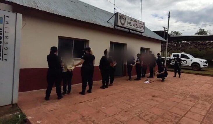 Cuatro detenidos y una demorada por atacar a policías en Villa Bonita