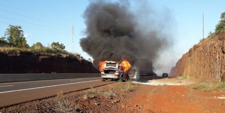 Santa Ana: se incendió un vehículo sobre la ruta nacional 12